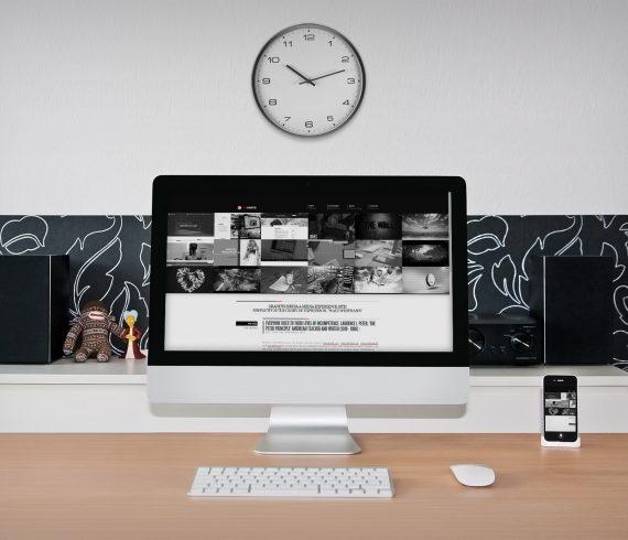 black-and-white-html5